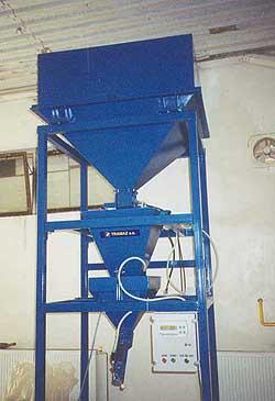 poloautomatické zásobníkové váhy s plničkou do ventilových pytlů
