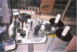 zařízení pro napojování etiketovací pásky