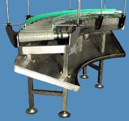 válečkový dopravník - pohánněný oblouk, konstrukce z ušlechtilé nerezové oceli, pohon váléčků kruhovými řemínky
