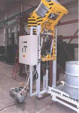 zařízení na zdvihání a překlápění sudů