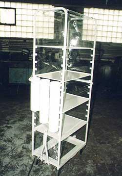 regálový vozík s vojkou