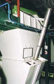 protlačovací zařízení pro zásobník pece